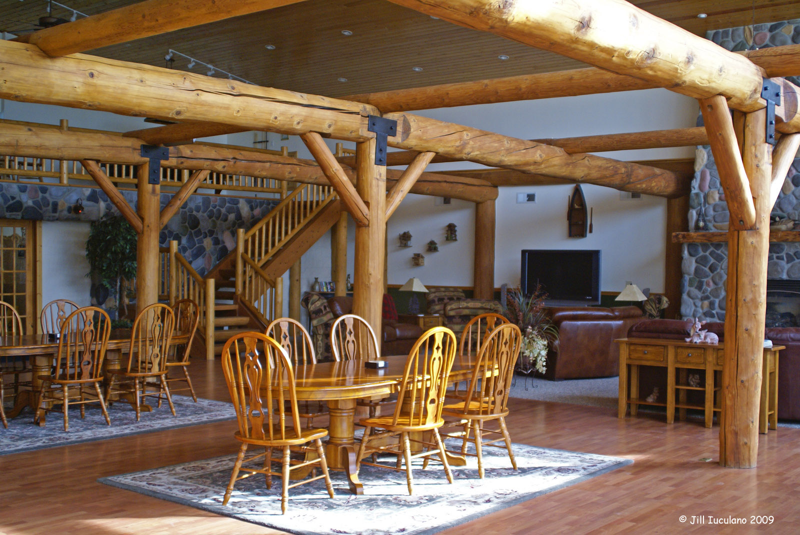 skookum_lodge_foyer
